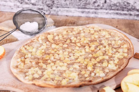 Flammkuchen Traditionell, Apfel & Zimt, oval